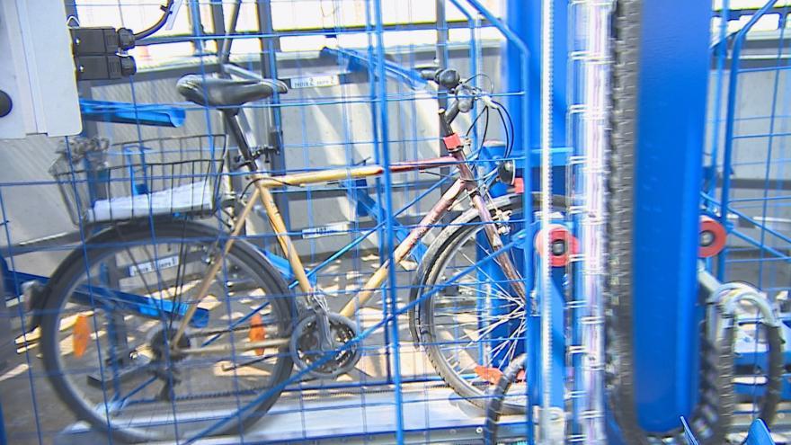 Video V Břeclavi si turisté i místní uloží jízdní kola do cyklověže