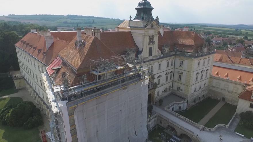 Video Začaly opravy valtického zámku