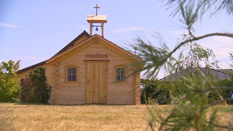 Video Dřevo až ze Sibiře: roubená kaple v Krasové