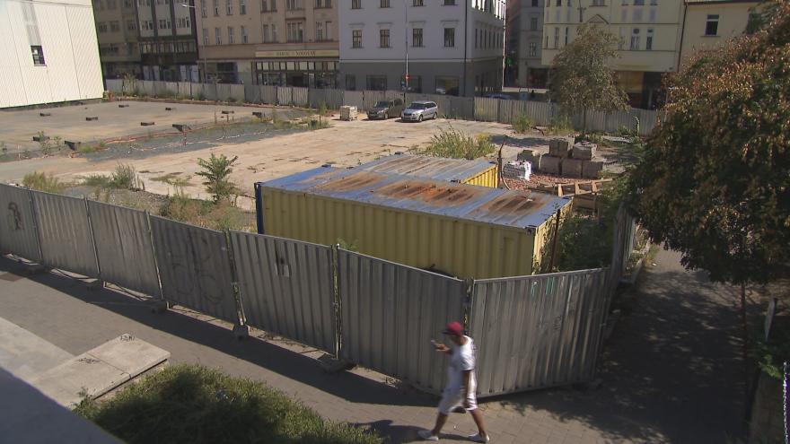 Video Podzemní garáže už jsou hotové. Koncertní sál nad nimi zatím nestojí