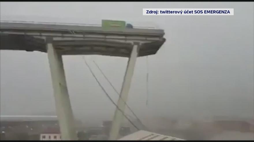 Video V Janově se zřítil most, podle záchranářů jsou desítky mrtvých