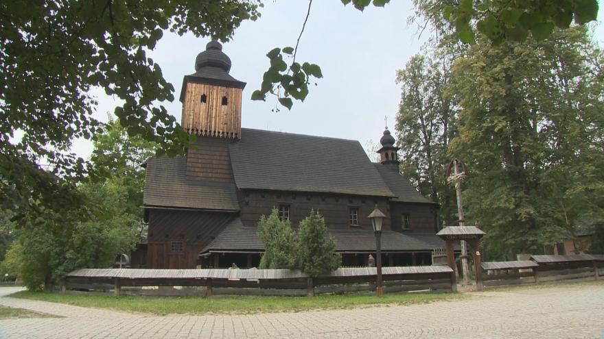 Video Dřevěný kostel v Rožnově pod Radhoštěm je v práci restaurátorů