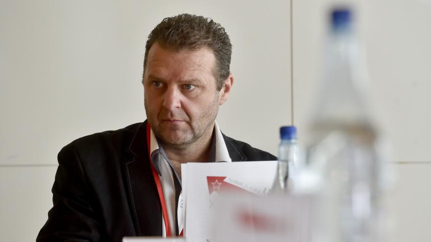 Video Události ČT: Komunista Ondráček ve své disertační práci opisoval