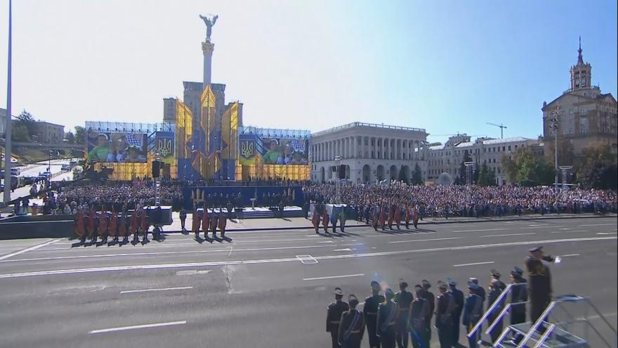 Video 27 let nezávislosti Ukrajiny: vojenská přehlídka v Kyjevě