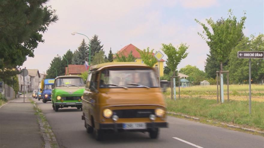Video Majitelé aut Škoda 1203 dorazili do Dolní Kalné