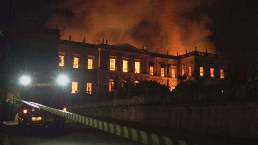 Video Brazilské Národní muzeum v Riu de Janeiro lehlo popelem