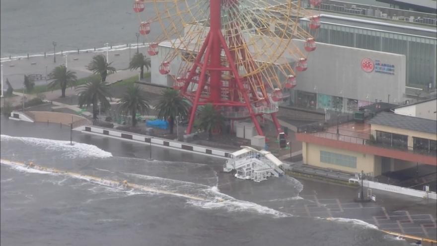 Video Tajfun Jebi udeřil: evakuovat by se mělo přes milion obyvatel Japonska