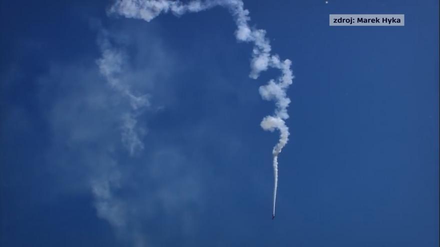 Video Let akrobatického pilota Marka Hyky