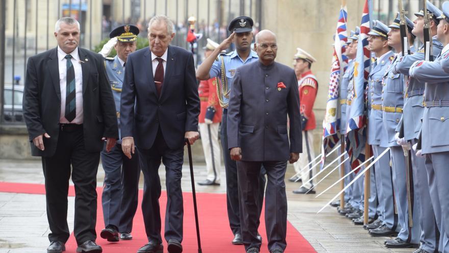 Video Indického prezidenta přivítali s poctami na Pražském hradě