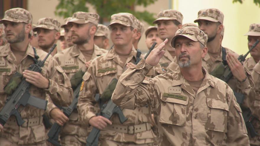 Video Vojáci v Liberci nacvičují pochod na vojenskou přehlídku 28. října