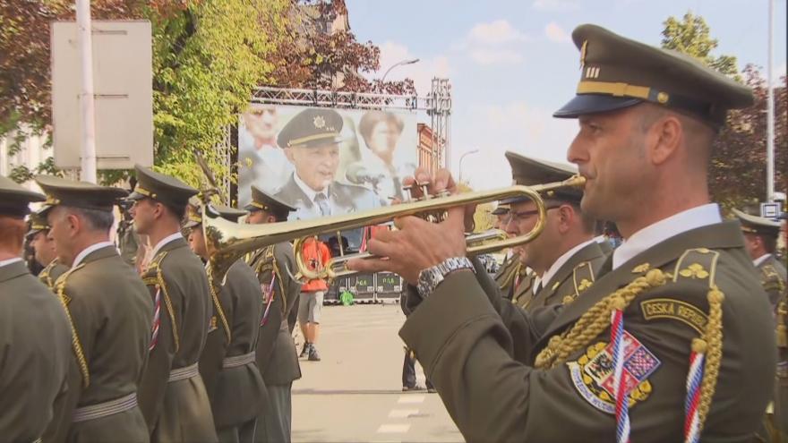 Video Kolín: pieta za vojáky Morávka a Mašina a předání vojenských vyznamenání