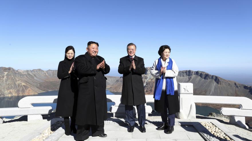 Video Kim Čong-un a Mun Če-in vystoupili na horu Pektu