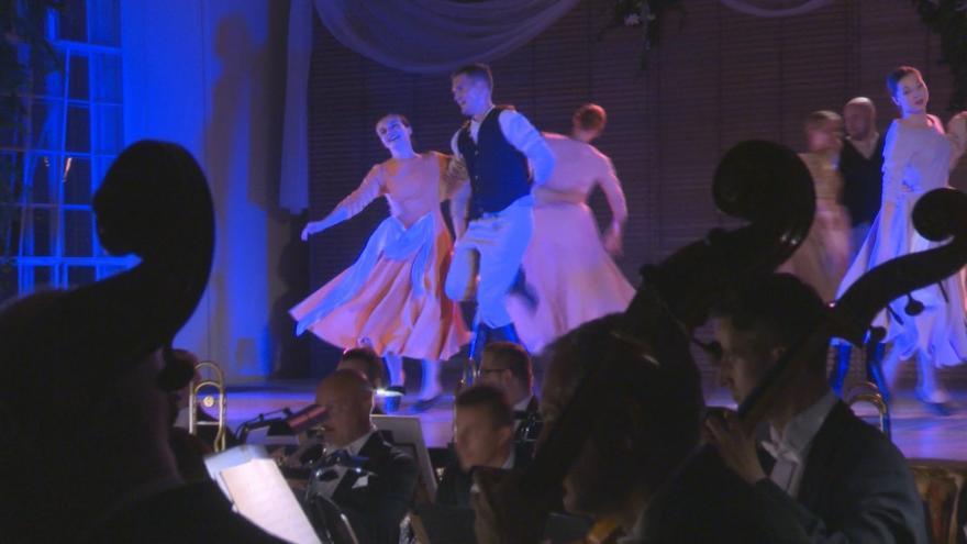 Video V kroměřížské Květné zahradě zazněly melodie rakousko-uherských tanců