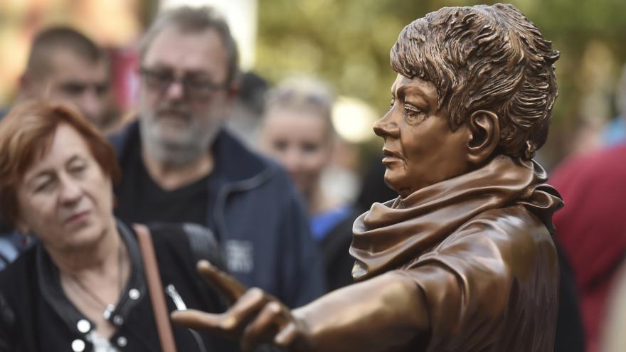 Video Věra Špinarová se vrátila do Ostravy - v bronzové podobě