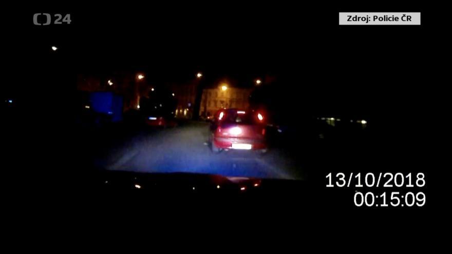 Video Divokou jízdu Brnem ukončily výstřely do pneumatik