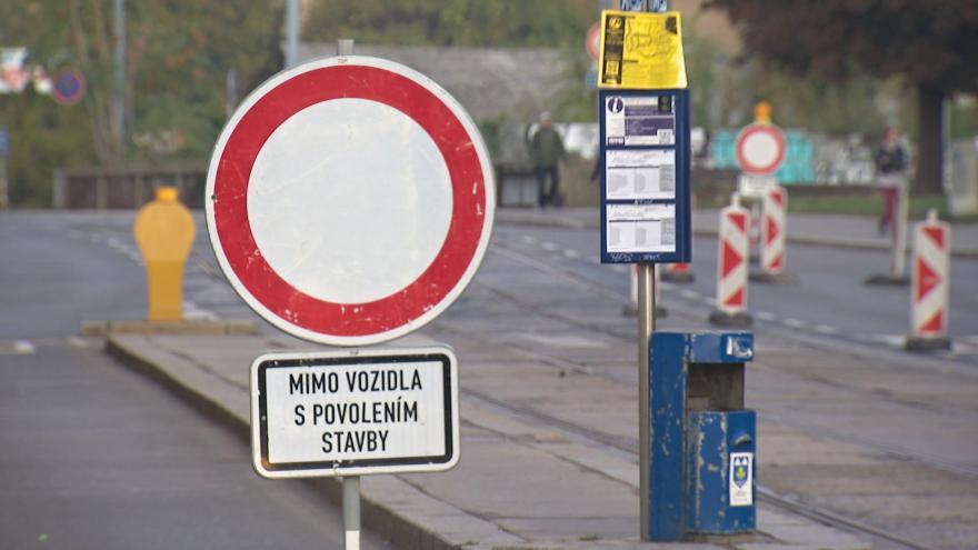 Video Pro řidiče je Zábrdovická ulice na 15 měsíců neprůjezdná