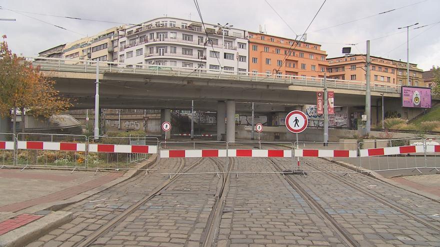 Video Most na Vltavské je v havarijním stavu: praskliny se za měsíc zvětšily o 5 mm