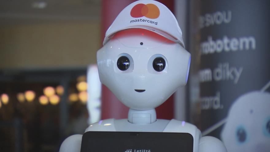 Video Robot na letišti baví děti i informuje cestující