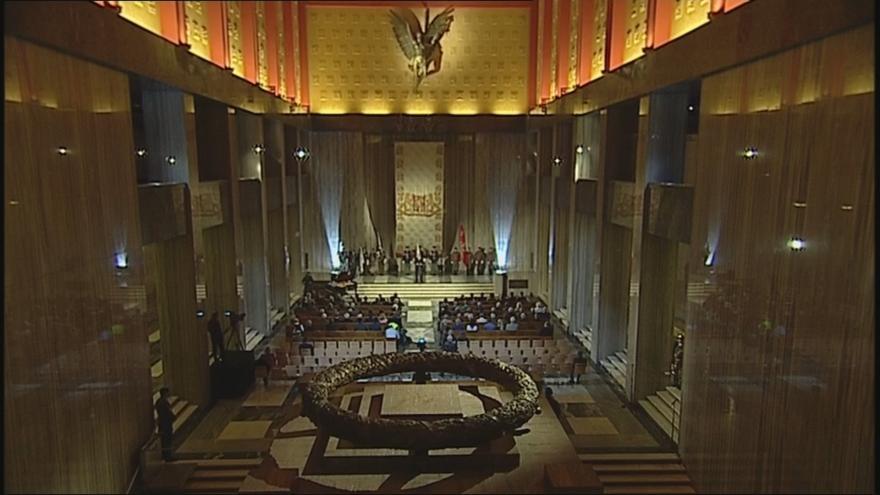 Video Oslavy na Vítkově pokračovaly u hrobu neznámého vojína