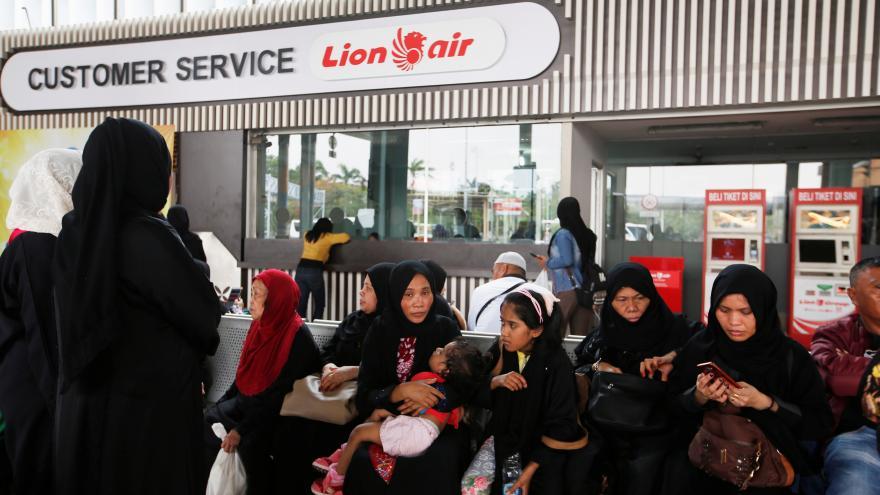 Video Blízko indonéského ostrova Jáva spadlo letadlo společnosti Lion Air, nehodu pravděpodobně nikdo nepřežil
