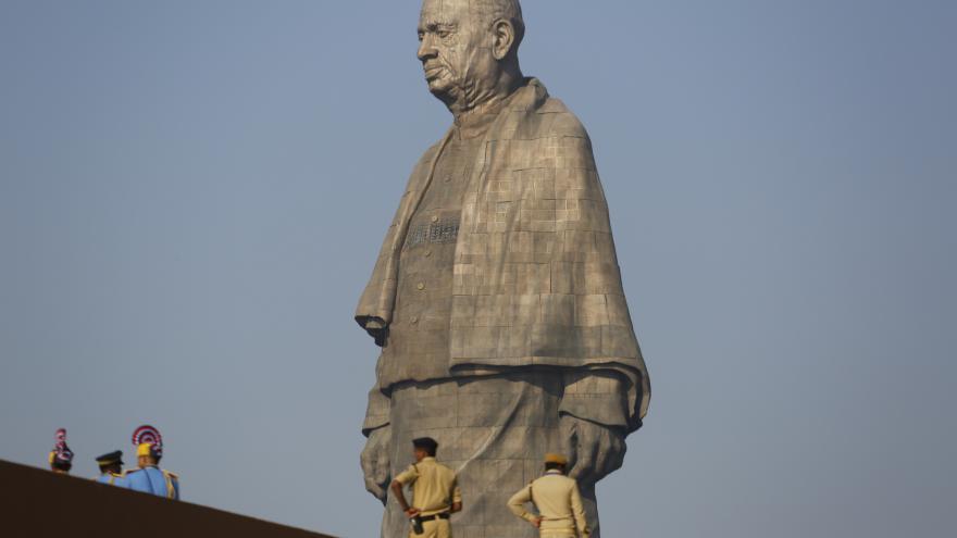 Video V Indii odhalili nejvyšší sochu na světě, měří 182 metrů