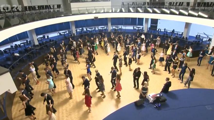 Video Nedostatek chlapců v tanečních