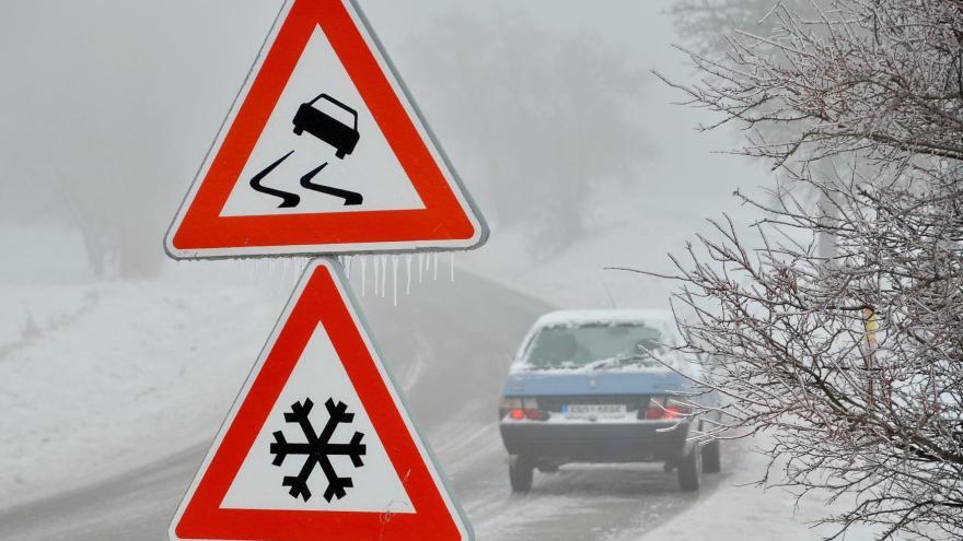 Video Události: Meteorologové varují před náledím a silným sněžením. Bílá sobota přinesla zimní počasí