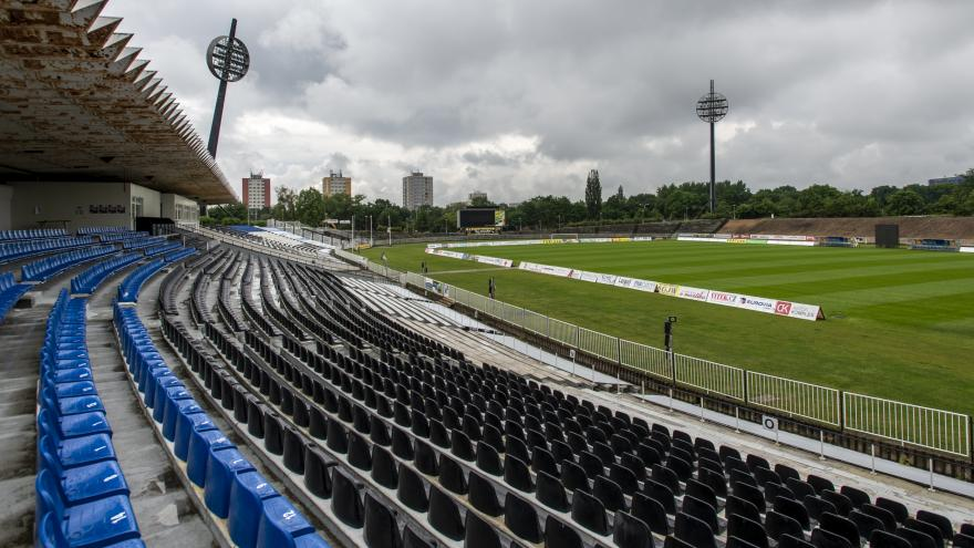 Video UVR_ Hradec Králové zrušil tendr na stadion i lávku