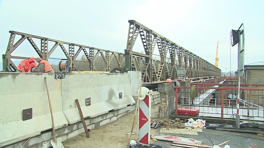 Video Provizorní most v Nových Mlýnech po několika měsících provozu opravy