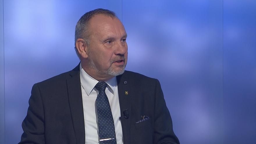 Video Události, komentáře: Ministryně Dostálová pochybení i rezignaci odmítá