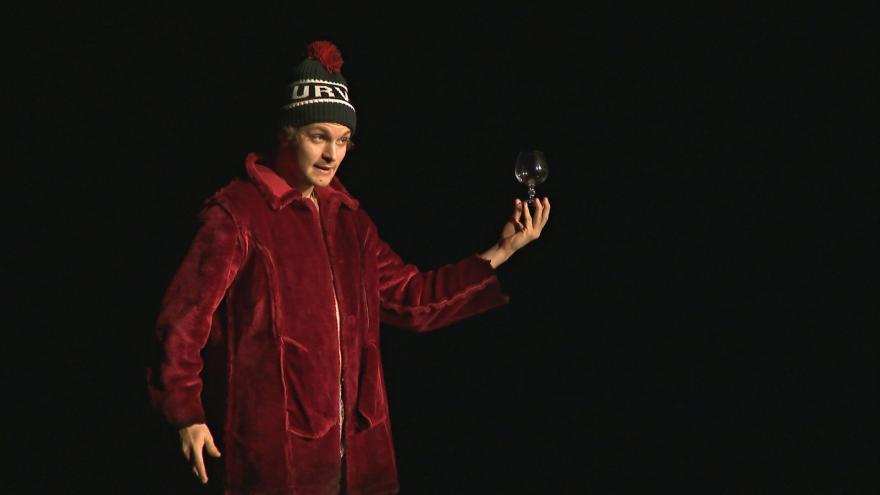 Video Zlínský Hamlet oproti předloze omládl