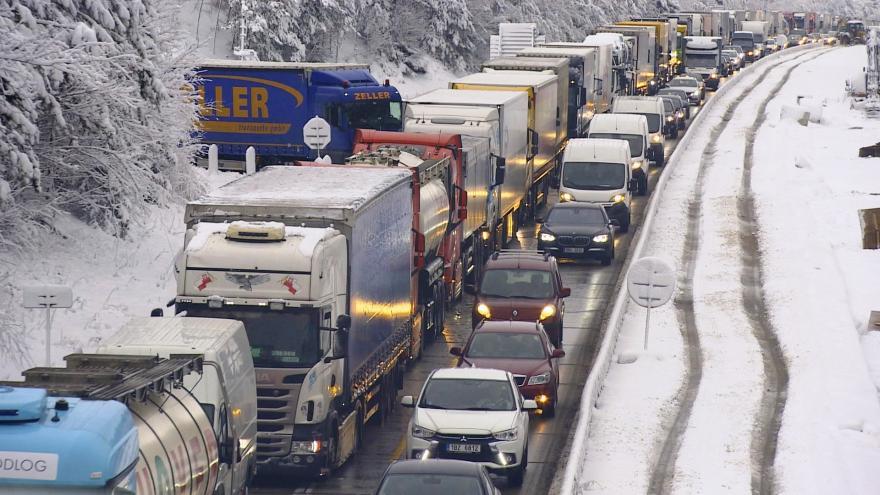 Video Události ČT: Dělníci před zimou finišují opravy na dálnicích