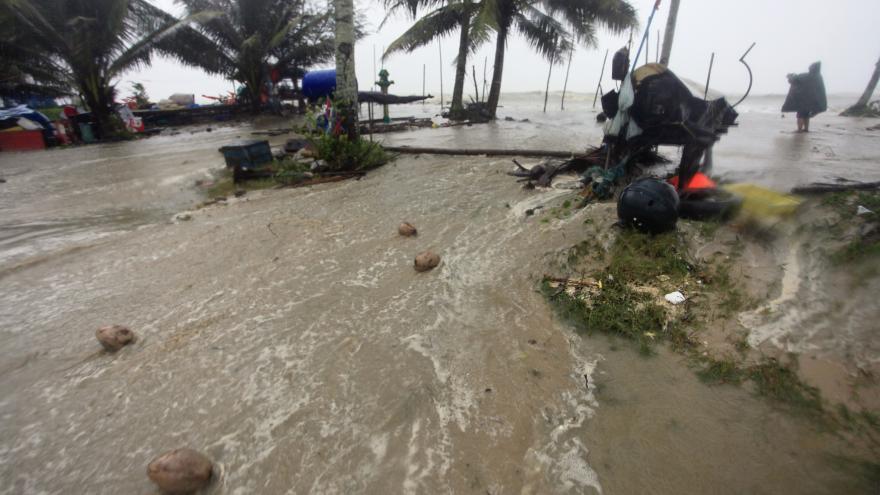 Video Tropická bouře Pabuk udeřila na Thajsko