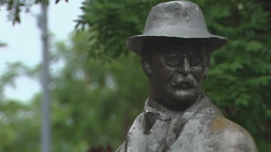 Video Horizont ČT24: Zmizel pomník maďarského vůdce Nagye