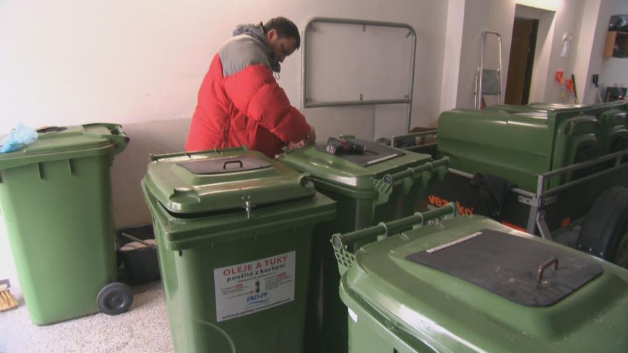Video V Uherském Hradišti mají speciální popelnice na použitý olej a tuky z kuchyně