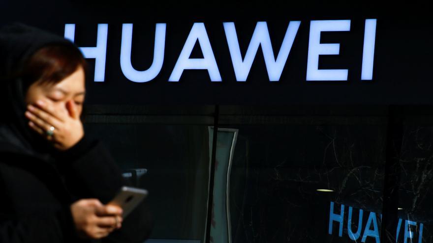 Video 90' ČT24 - Huawei bez systému Android?
