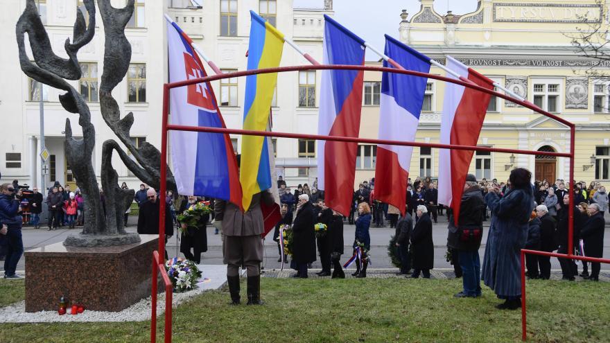 Video Česko si připomíná památku Jana Palacha. UK a VŠE odhalily pamětní desky