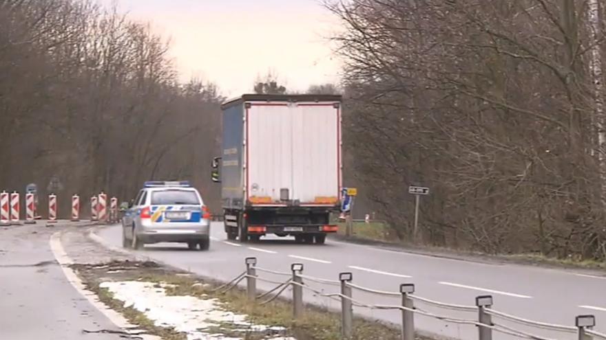 Video Policie trestá řidiče kamionů