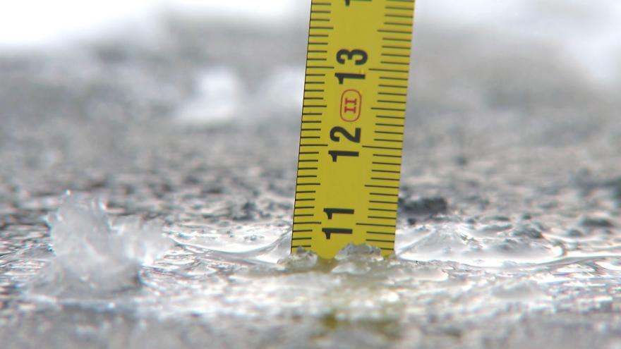 Video Strážníci měřili sílu ledu