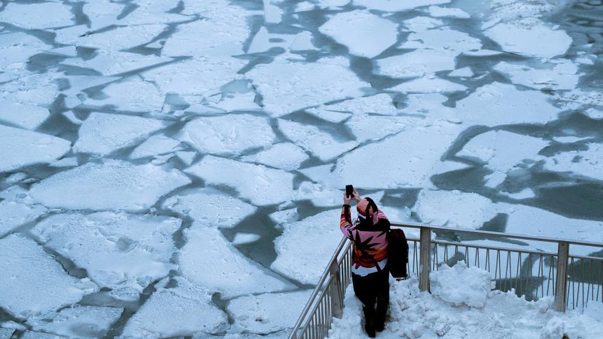 Video Až padesát stupňů pod nulou. Mrazivé počasí sužuje USA