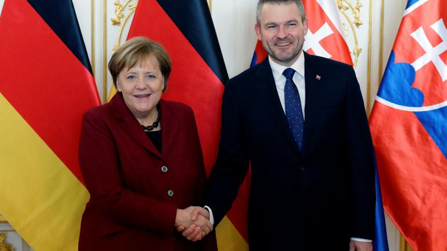 Video Brífink Angely Merkelové a Petera Pellegriniho