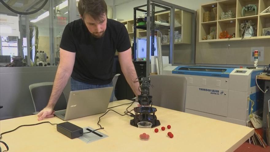 Video Vědci z USA představili sebevědomé roboty
