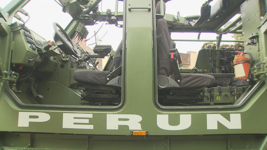 Video Bez komentáře: obrněný vůz Perun se ukázal veřejnosti