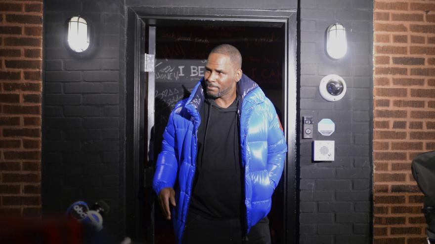 Video Americký zpěvák R. Kelly je obviněn ze sexuálního zneužívání