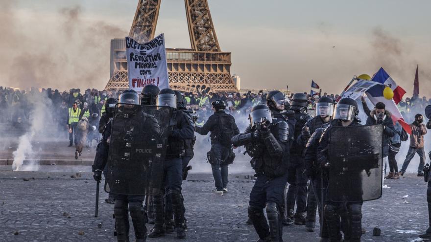 Video Protesty žlutých vest ve Francii