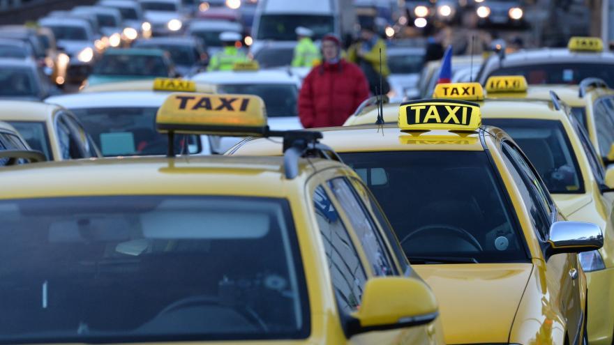 Video 90' ČT24 - Nová pravidla pro taxislužbu
