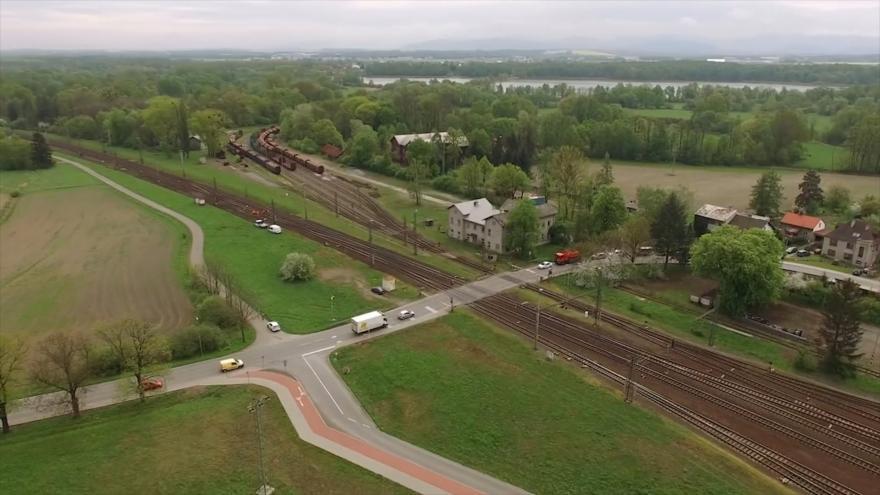 Video Události ČT: Přípravy železničního podjezdu na místě smrtelné nehody ve Studénce se vlečou