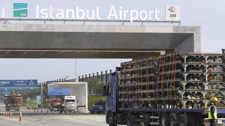 Video Události ČT: Z Atatürkova letiště se přesouvá vybavení do větší novostavby