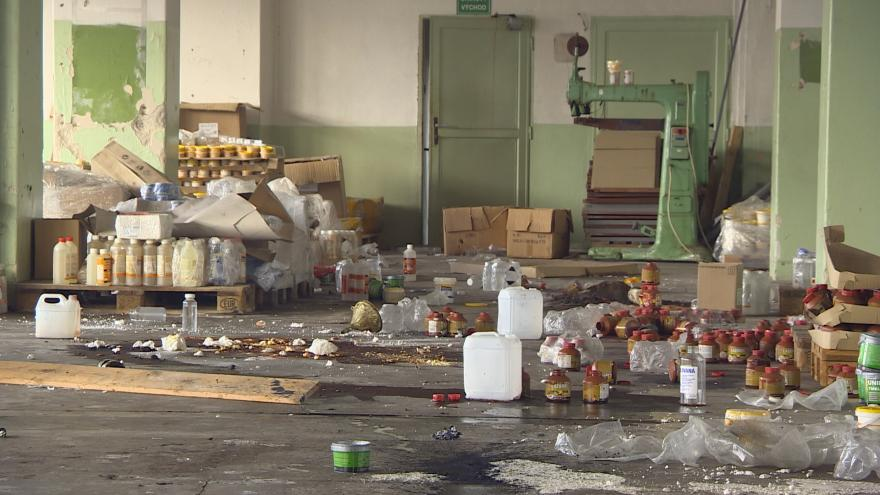Video Události ČT: Bývalá výrobna chemikálií ukrývá nebezpečné látky