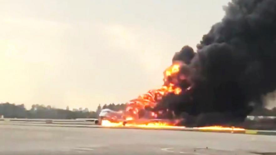 Video Požár letadla v Moskvě